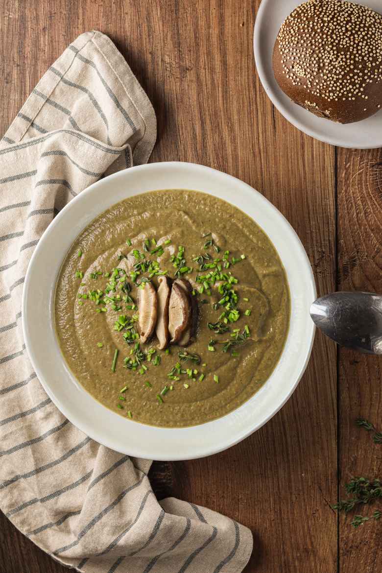 Easy recipe for a warming and creamy mushroom chestnut soup made of healthy ingredients that will get you through the winter.