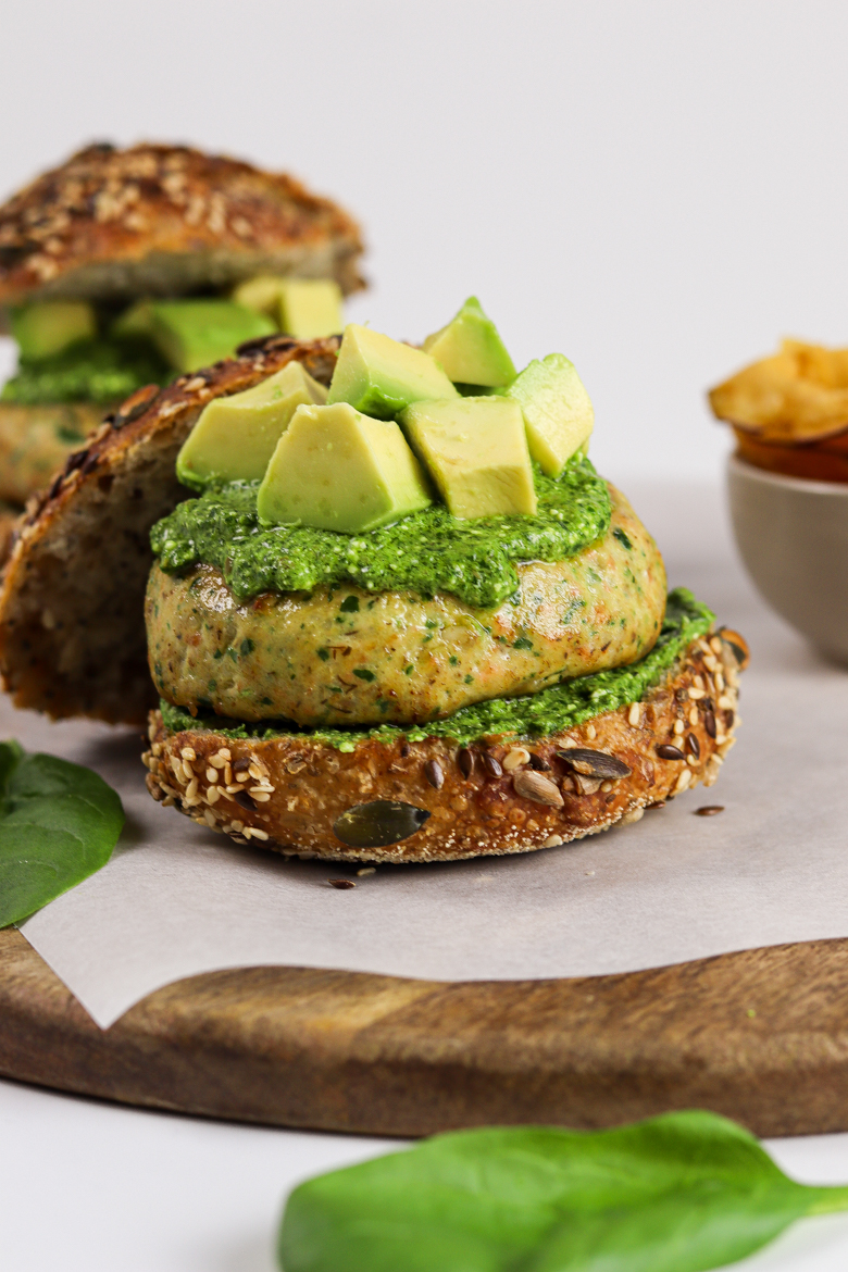 This salmon burger with spinach pesto recipe is healthy comfort food. It's easy, nutritious, low in carbs and super delicious.