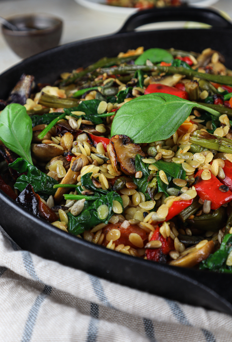 This orzo pasta is filled with roasted vegetables and drizzled with lemon, garlic & olive oil vinaigrette. It's vegetarian but easy made vegan