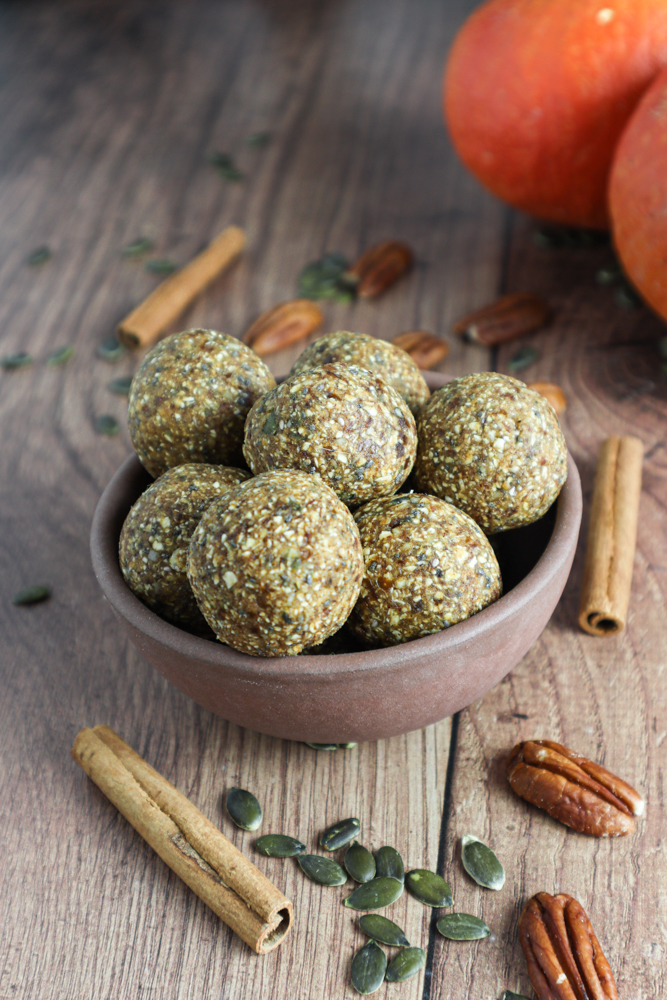 This protein-rich healthy autumn snack has all the flavors of a spiced chai latte packed in cute little energy balls!