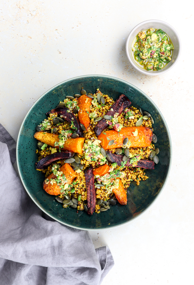 althy quinoa salad is packed with vitamins, fibers and proteins that will help you get ready for autumn.